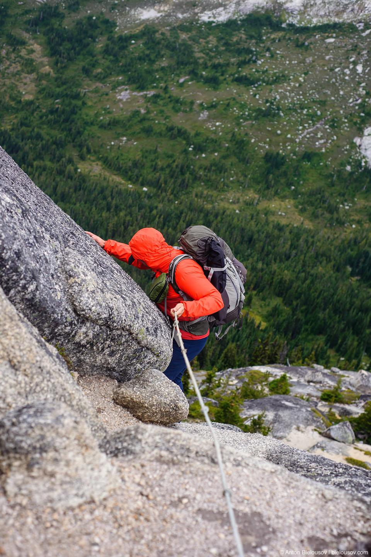 Спуск с вершины пика