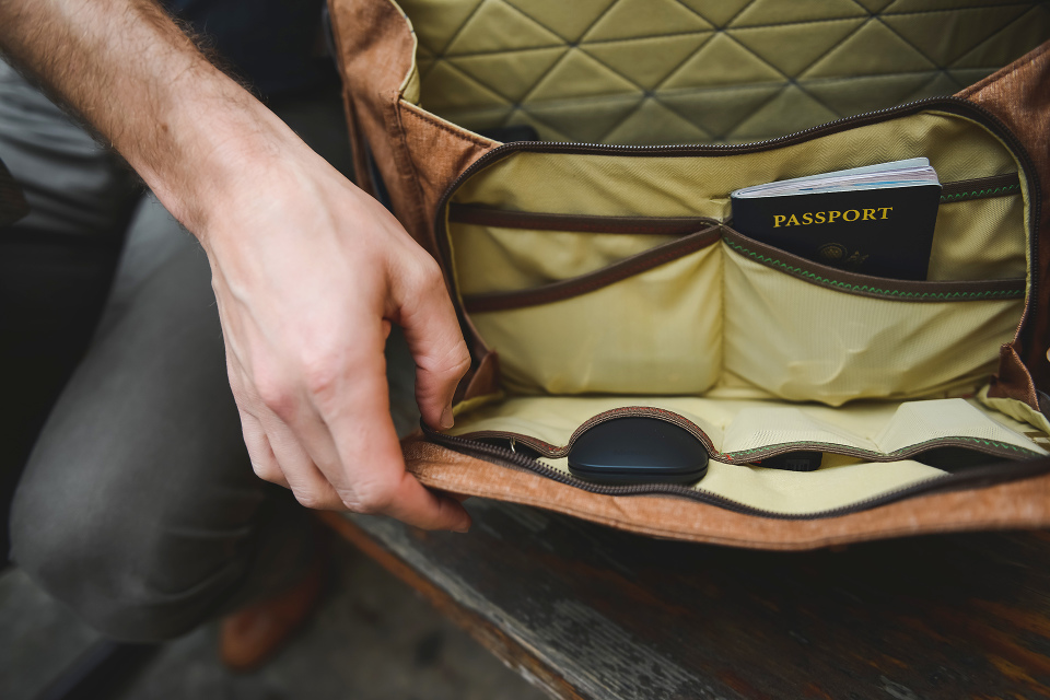 Peak Design Everyday Messenger Bag Front Compartment with Pockets