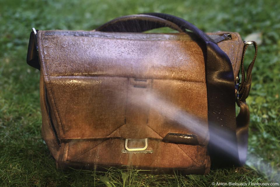 Peak Design Everyday Messenger Bag in the Rain