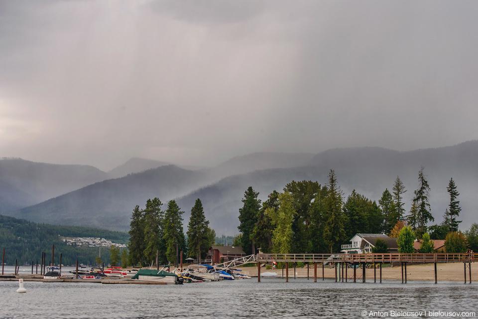 Ливень на озере Shuswap Lake
