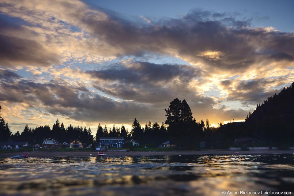 Закат на озере Shuswap Lake