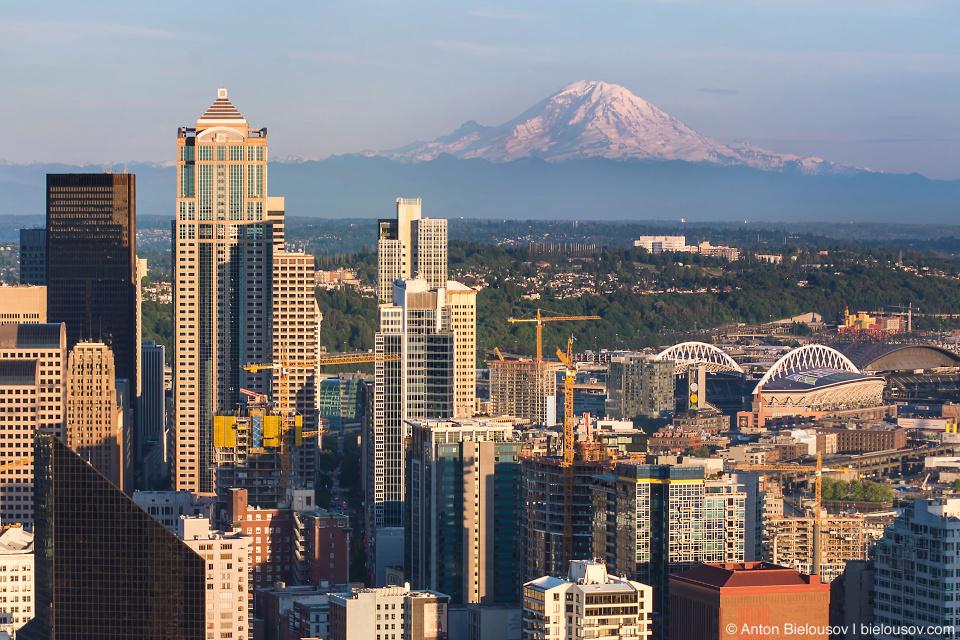 Seattle City Pass: Mount Rainier from Space Needle