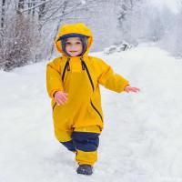 Нафанька тоже в восторге, хотя он снег и не сильно любит: без перчаток холодно, а в перчатках взять в руки ничего не выходит, да и падает через шаг. Одним словом, нервная эта ваша зима.