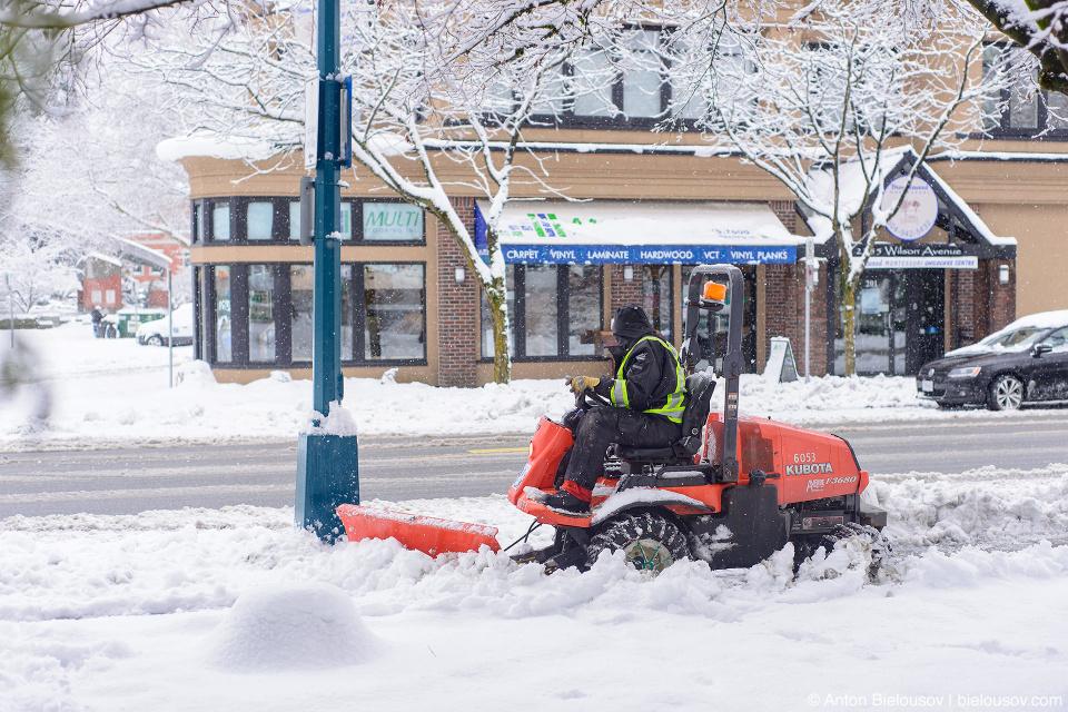 Уборка снега в порт-коквитламе