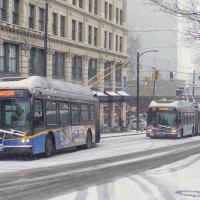 ТрансЛинк — это наша компания общественного транспорта — тоже говорил что он готов, но троллейбусы с гармошкой беспомощно встали перед горкой, равно как и  поезда на одной из веток метро.