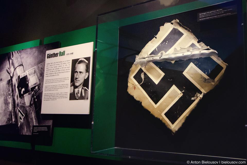 Seattle Museum of Flight: свастика со сбитого в 1944 году над Францией Мессершмитта