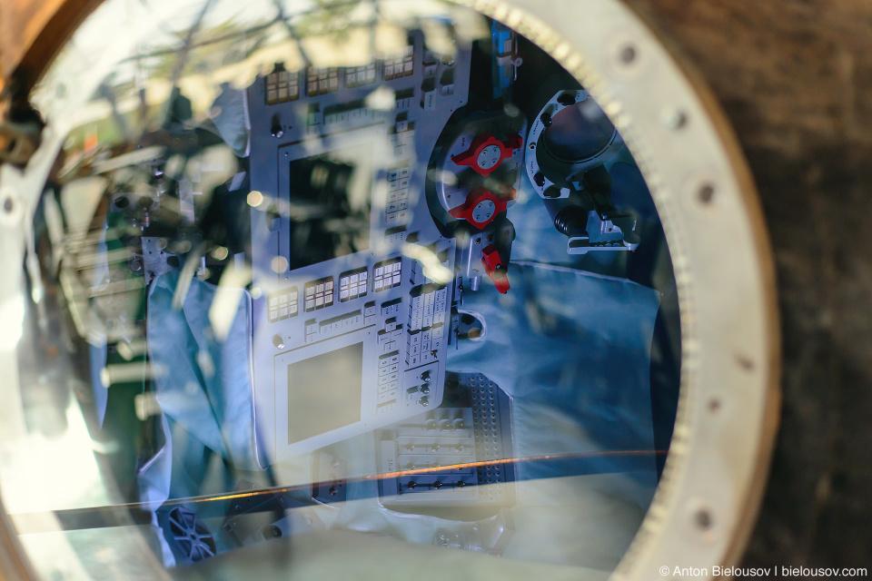 Seattle Museum of Flight: 2009 Soyuz TMA-14 Hatch