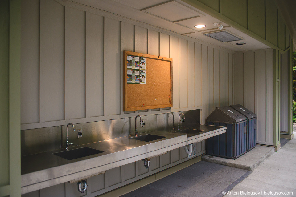 Место для мытья посуды на кемпинге (Green Point Campground, Pacific Rim National Park, BC)