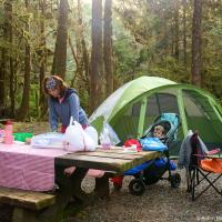 Жизнь в лагере в Национальном парке выглядит так: открыл багажник, накрыл на стол, приготовил еду, съел еду, сложил все в багажник, закрыл багажник, пошел помыл посуду, сложил посуду в багажник.