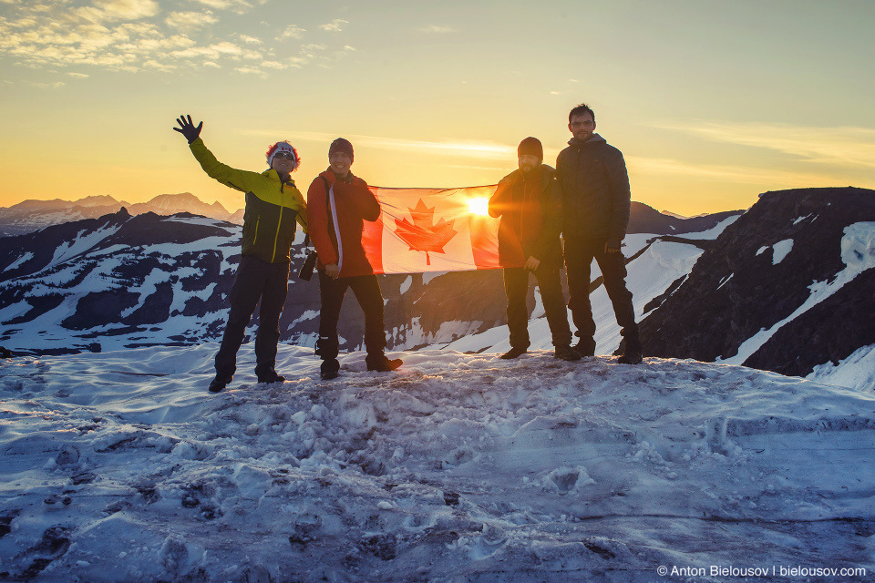 Восход в день 150 летия Канады на пике Panorama Ridge