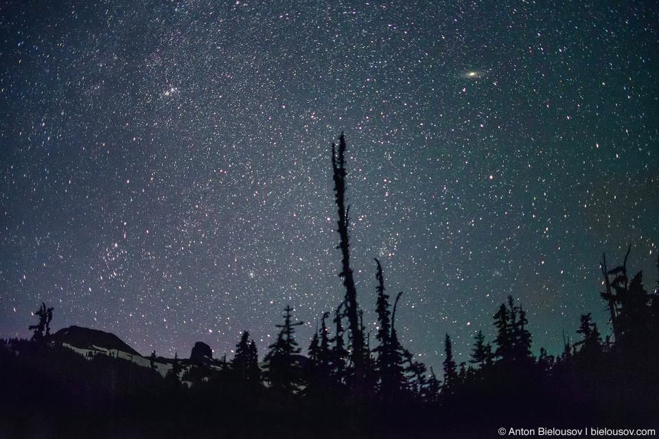 Звездное небо, и пик Black Tusk (Garibaldi Provincial Park)