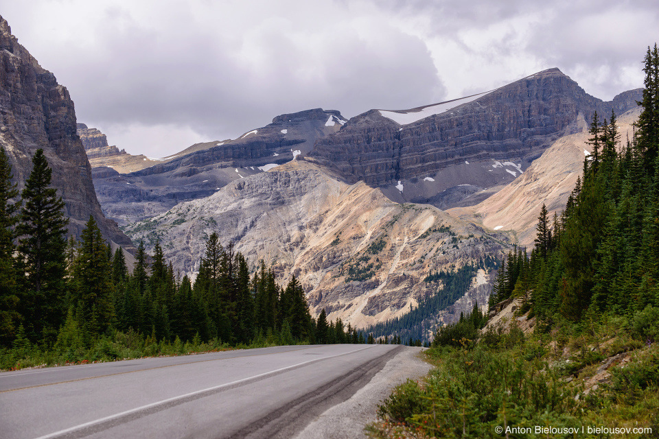 Icefields Parkway mountains and glaciers (Banff National Park)