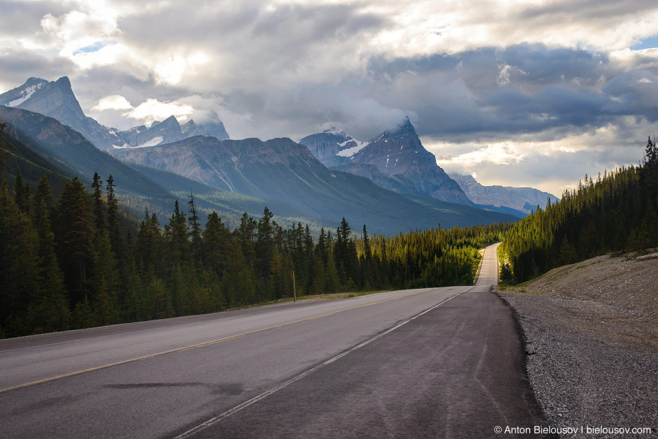 Icefields Parkway: road to Jasper (Banff National Park)