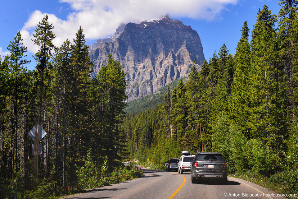 Lake Moraine Road (Banff National Park)