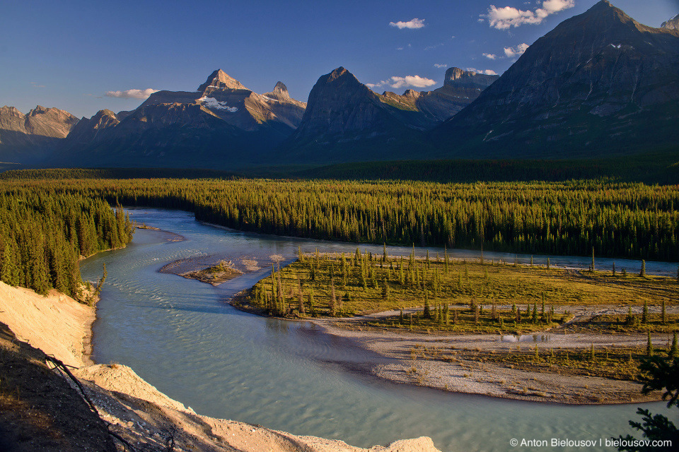 Sunwapta river at Goats and Glaciers lookout, Jasper National Park