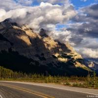 Думаю, мы все сходимся во мнении что самым впечатляющим из всей поездки был именно день переезда между парками —«автострада ледяных полей» (Icefields Parkway) стоит тысячи слов.