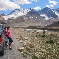 Когда до ледника остается всего пару километров, останавливаемся уже на каждом шагу без преувеличения.