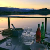 Вид приходится очень кстати когда вечером на стол на балконе выставляются собранные за день бутылки вина и 3 кг костковских мидий.