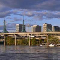 Портленд — очень уютный город на южном береги могучей реки Колумбия. По правую же ее сторону — штат Вашингтон и американская версия города Ванкувер.