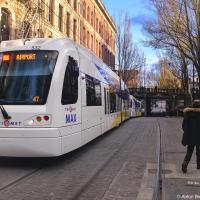По улицам ходят трамваи, они прекрасны. Как же я соскучился по трамваям!