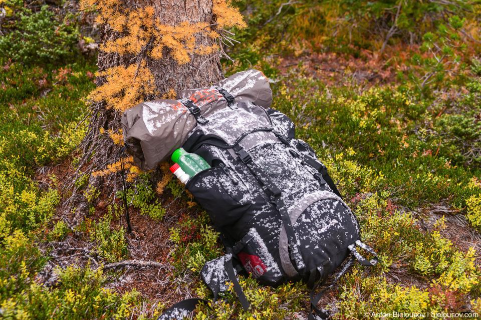 Рюкзак в снегу
