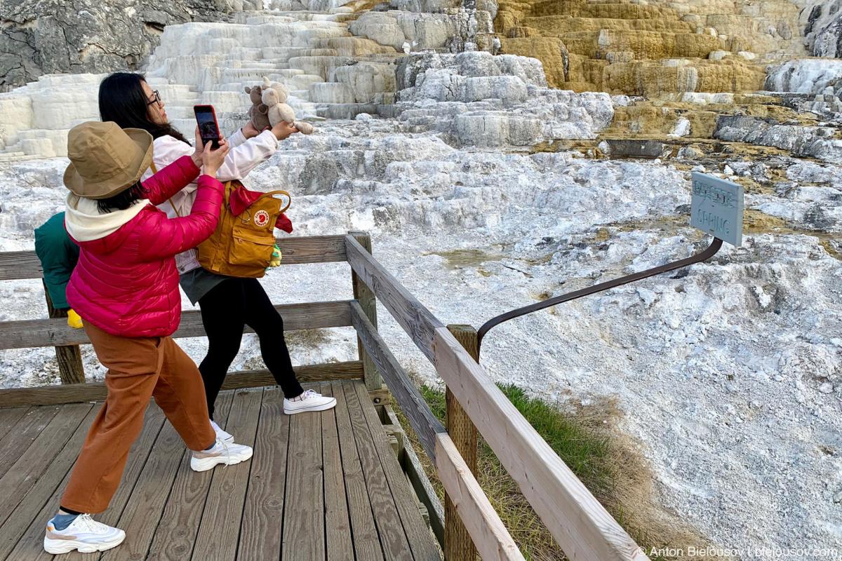 Туристы в Йеллоустоне