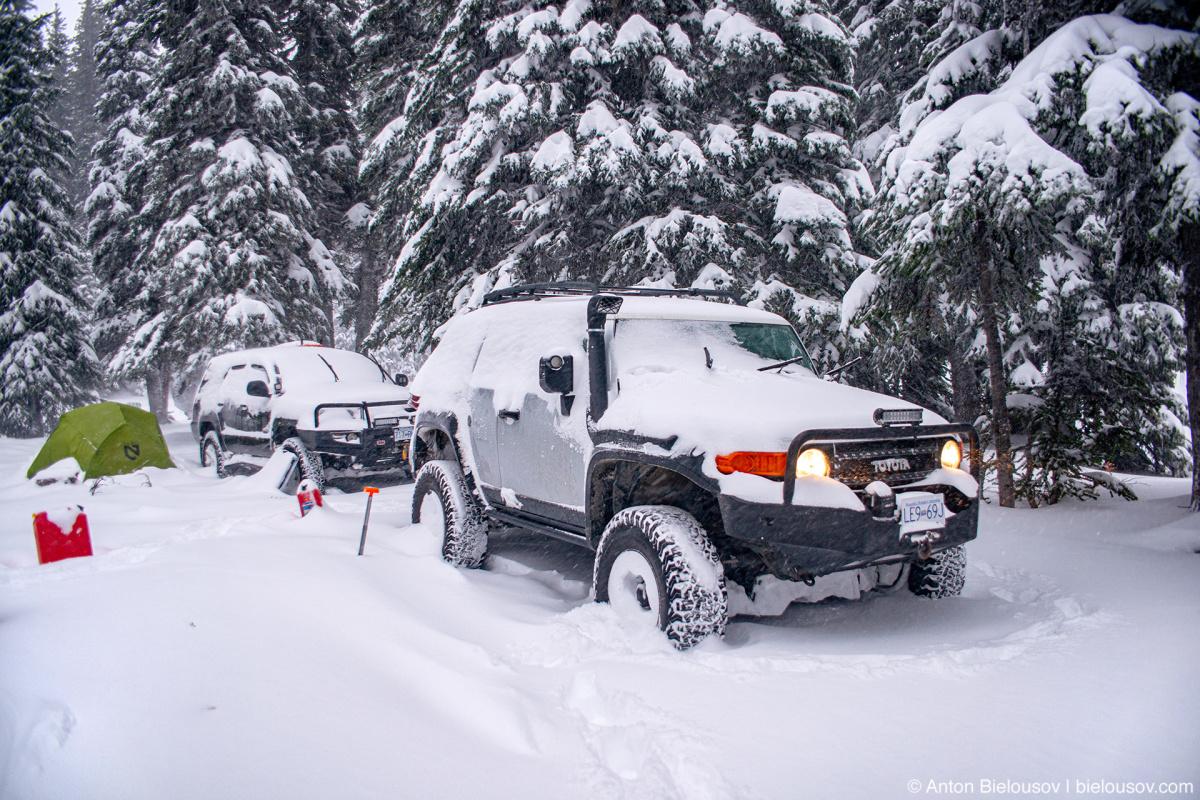 FJ Cruiser Snow Camping