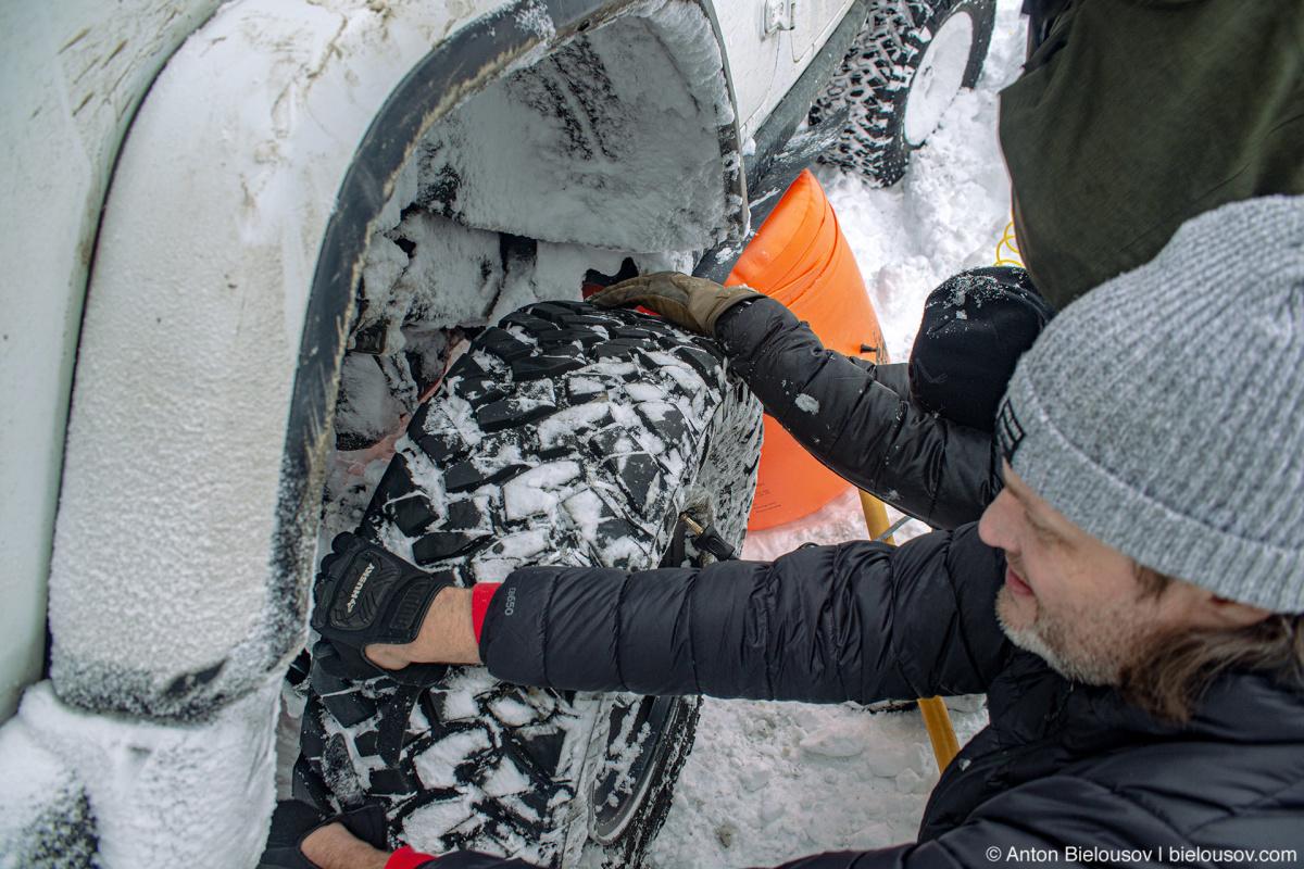 Забортовка колеса в снегу
